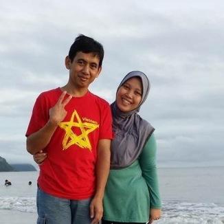 Pak Tohari dan istri